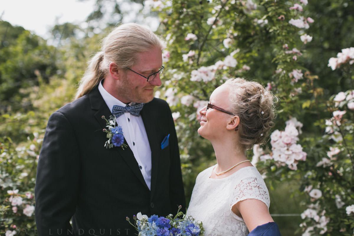 Bröllopsporträtt från vigsel i Botaniska Trädgården i Lund. Foto: Tove Lundquist, bröllopsfotograf Lund och Malmö.