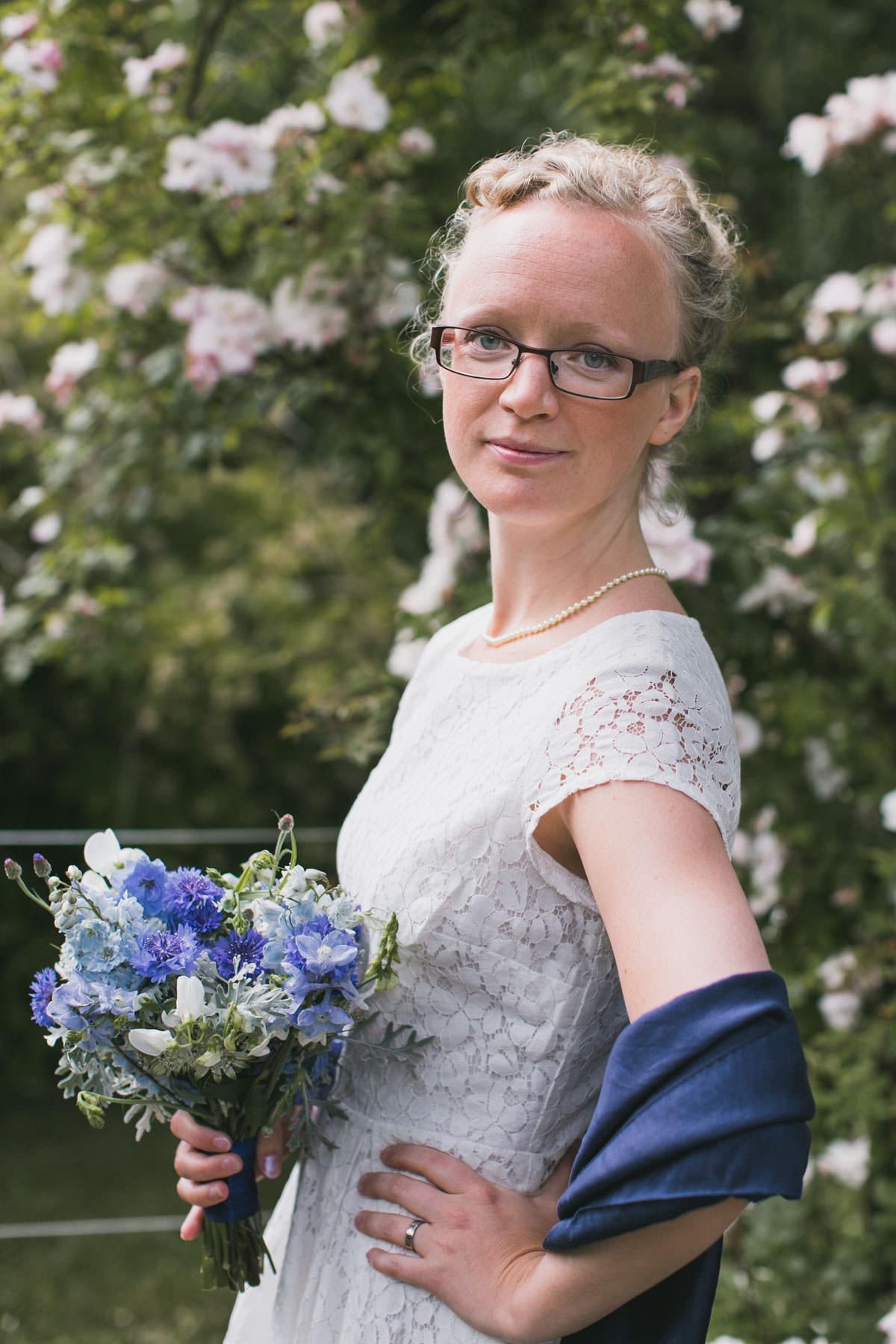 Brudporträtt. Borgerlig vigsel i Botaniska Trädgården, Lund. Foto: bröllopsfotograf Tove Lundquist, bröllopsfotograf Skåne.