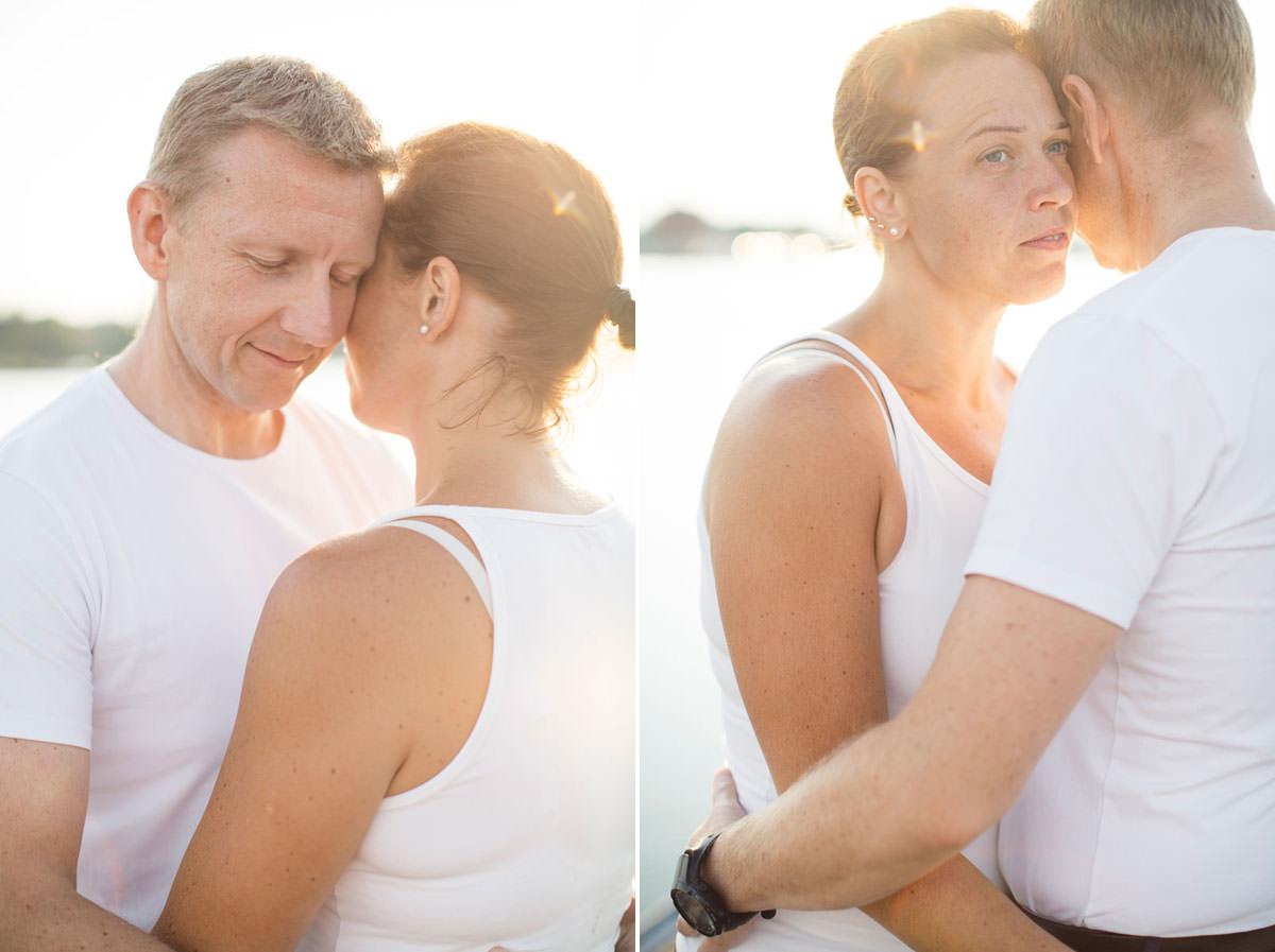 Somrig diptyk på förälskat par under en Beloved fotografering inför bröllop i Ernemar, Oskarshamns kommun i Småland. Bild av Tove Lundquist, bröllopsfotograf i Oskarshamn, Småland.