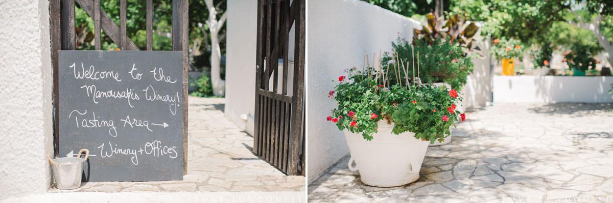 Diptyk på välkomstskylt, Manousakis Winery i Chania, Kreta i Grekland. Foto: Tove Lundquist.