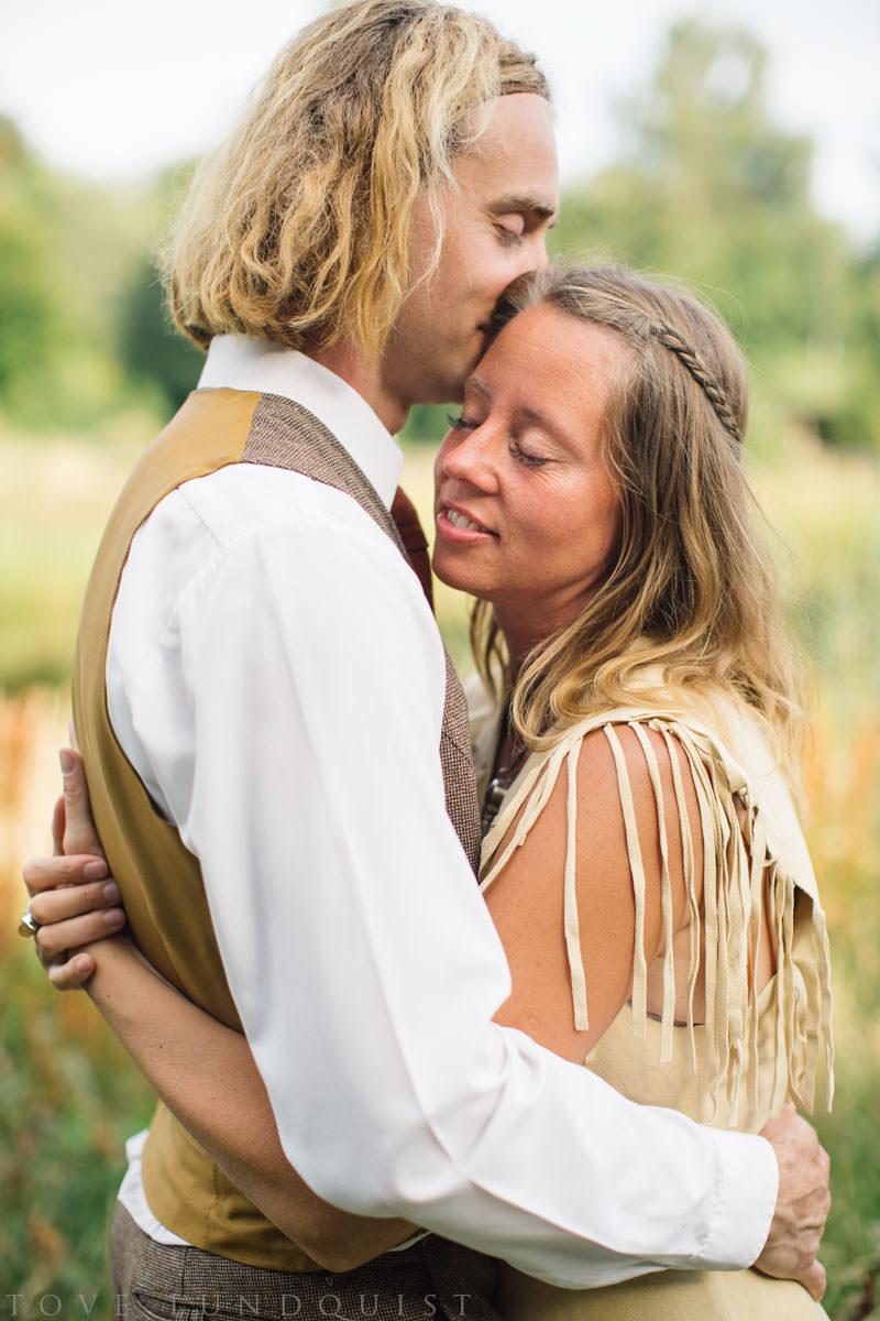 Kärleksfotografering hos Ullstorps Stugor, Höör. Foto: Tove Lundquist, fotograf i Skåne Län.