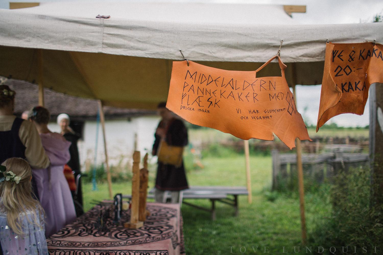 Vikingabröllop utomhus på arkeologiska museumet VikingaTider, Löddeköpinge - Skåne.