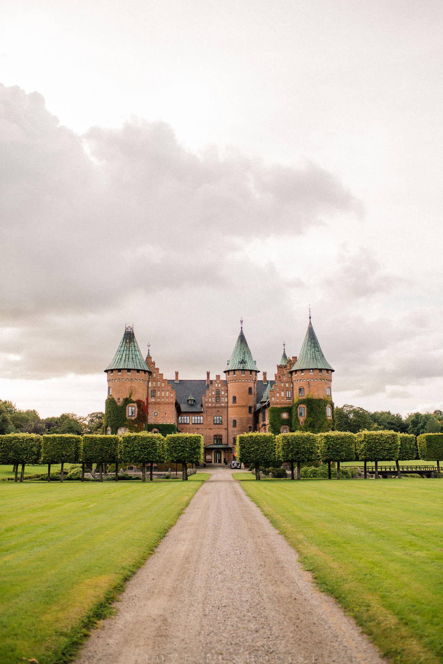 Bild på Trolleholms slott under ett bröllop.
