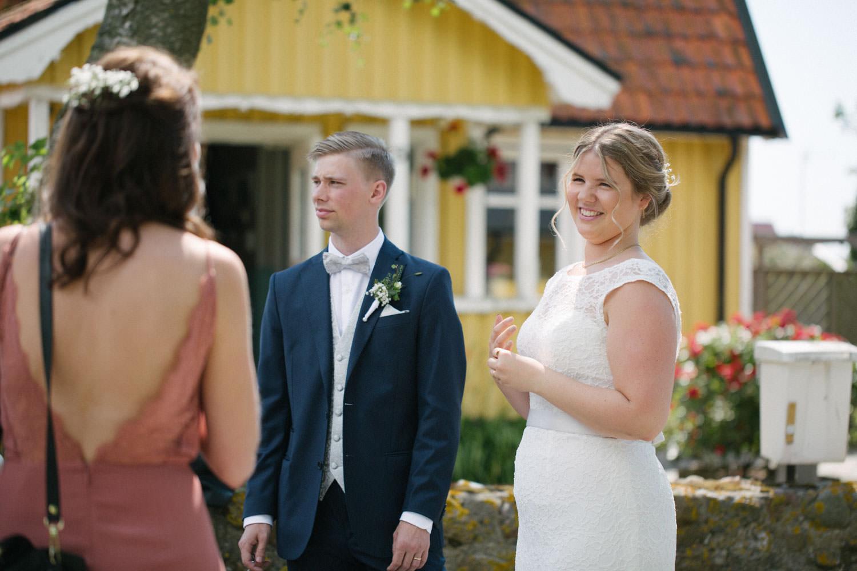 Brudpar med gäster, Smygehamn. Foto: Tove Lundquist.