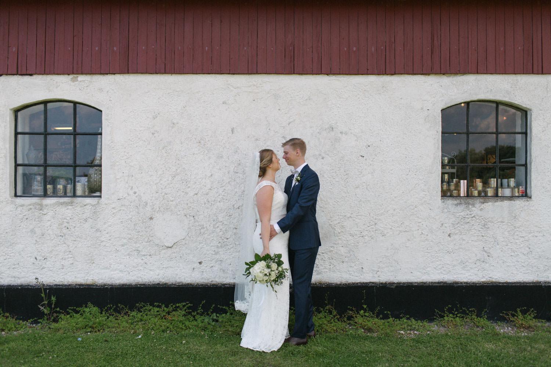 Bröllopsporträtt vid Smygehuk, Skåne. Foto: Tove Lundquist.