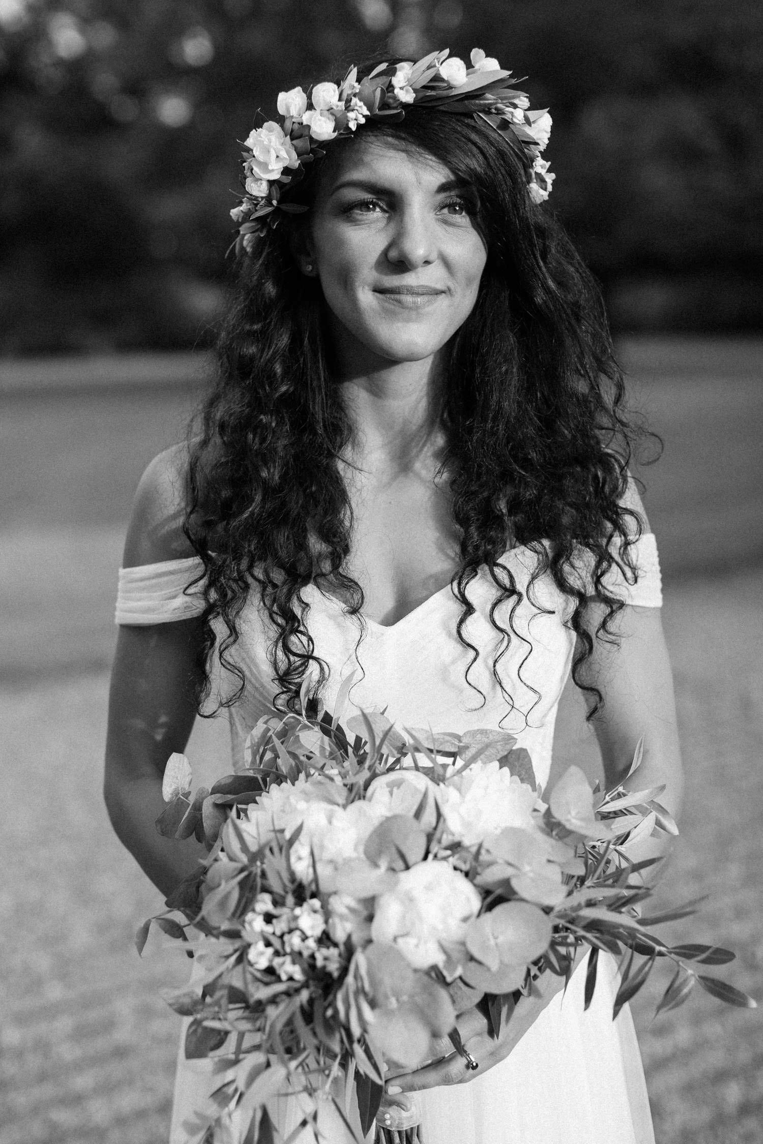 Brud med brudbukett från Lilla Hults blommor i Ängeholm. Platsen är Trolleholms slott.