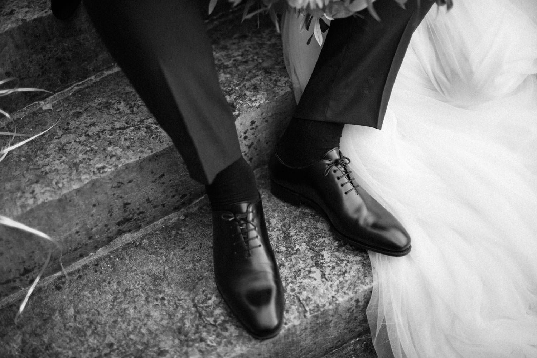 Svartvitt foto på skor från Carmina.