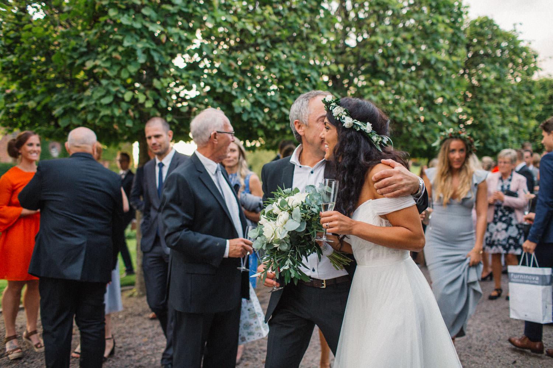 Mingel under ett bröllop på Trolleholms slott i Skåne.