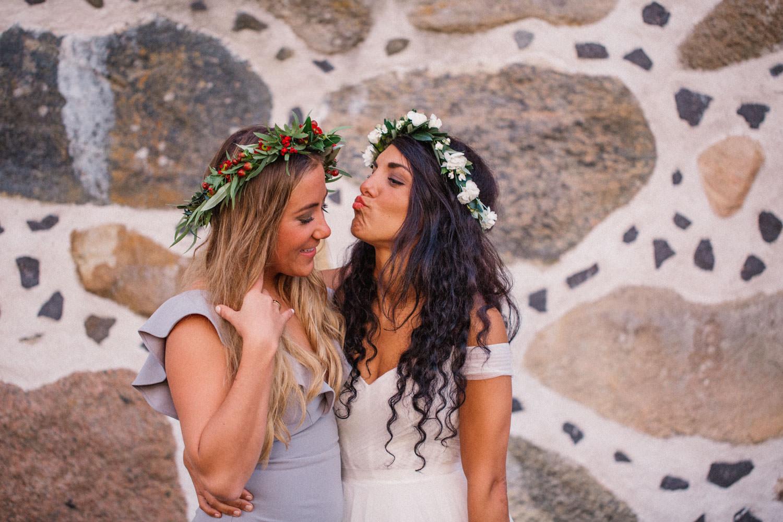 Porträtt på brudtärna och brud. Från ett bröllop på Trolleholms slott i Skåne. Bröllopsfotograf är Tove Lundquist.