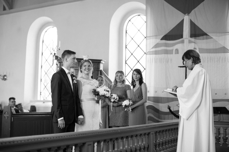 Vigsel i Östra Torps kyrka, Smygehamn. Foto: Tove Lundquist, bröllopsfotograf Smygehamn.