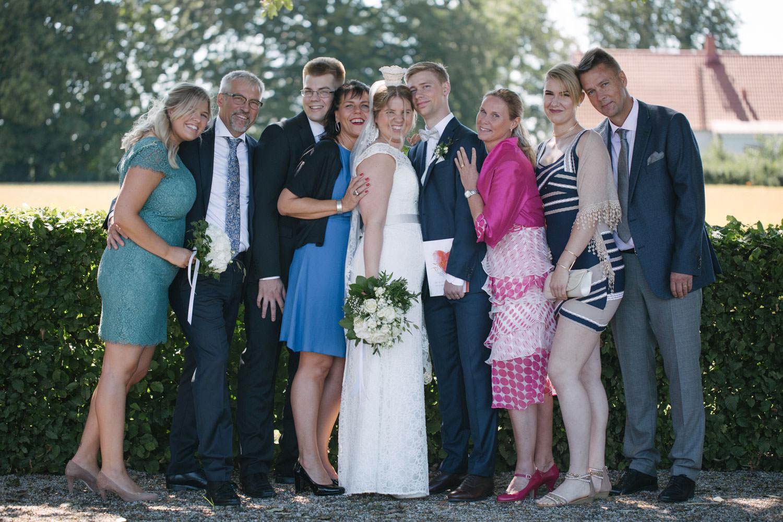 Bröllopsporträtt på närmaste familjen. Foto: Tove Lundquist, bröllopsfotograf Smygehamn.