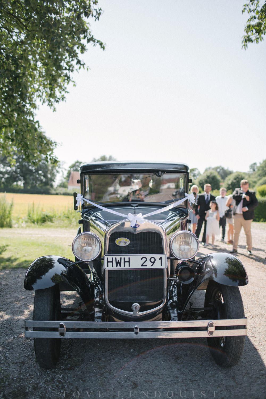 Bil till brudpar, finns i Skåne! Foto: Tove Lundquist, bröllopsfotograf Smygehamn.