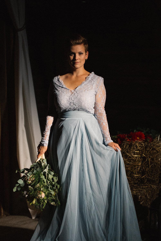 Brudbukett från Bara Blommor, Malmö. Brudkläder från Sensible M. Foto: Tove Lundquist, bröllopsfotograf Skåne.