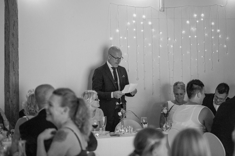 Fader håller tal under en bröllopsfest på Kaffetorpet Oknö utanför Mönsterås, Småland.