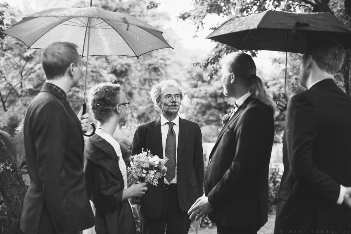 Vigsel i Botaniska Trädgården, Lund. Bröllopsfotograf: Tove Lundquist.