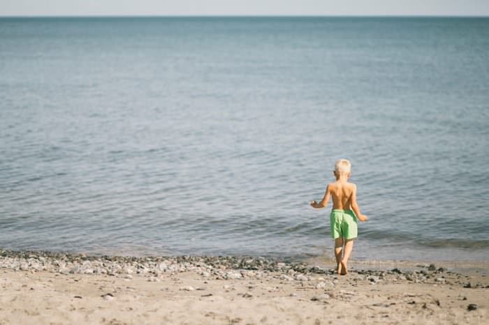 Lifestyle fotografering på Vitemölla strand, Österlen. Foto: Tove Lundquist, verksam lifestyle fotograf i Skåne.