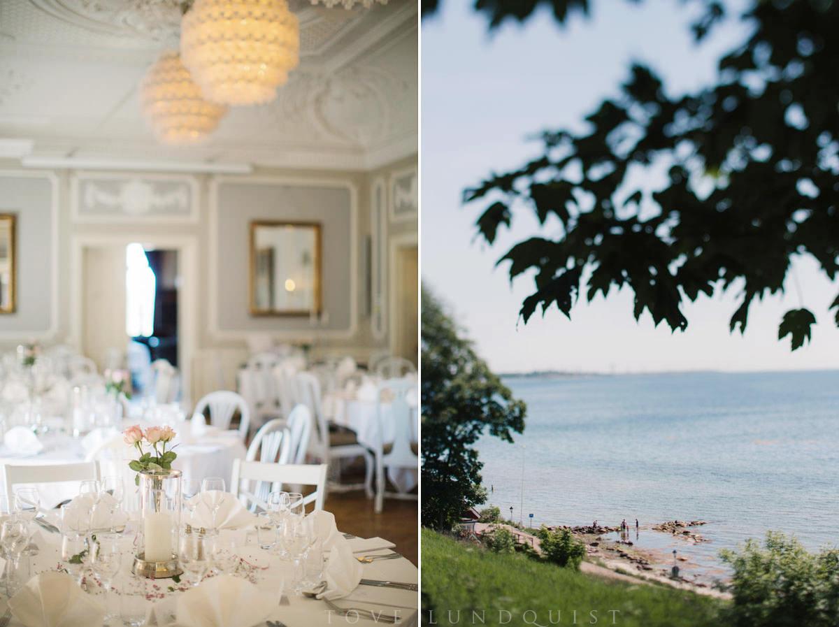 Bröllop på bröllopslokal Örenäs Slott. Diptyk bröllopsdukning samt vy från trädgården. Foto: Tove Lundquist, bröllopsfotograf Skåne.