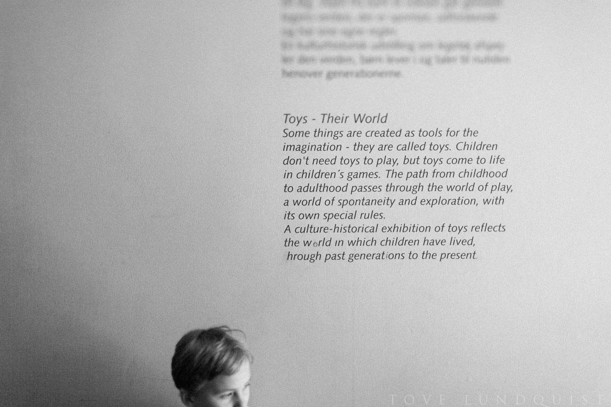 Svartvit bild på barn på Nationalmuseet i Köpenhamn. Foto: Tove Lundquist, fotograf Malmö och Skåne.