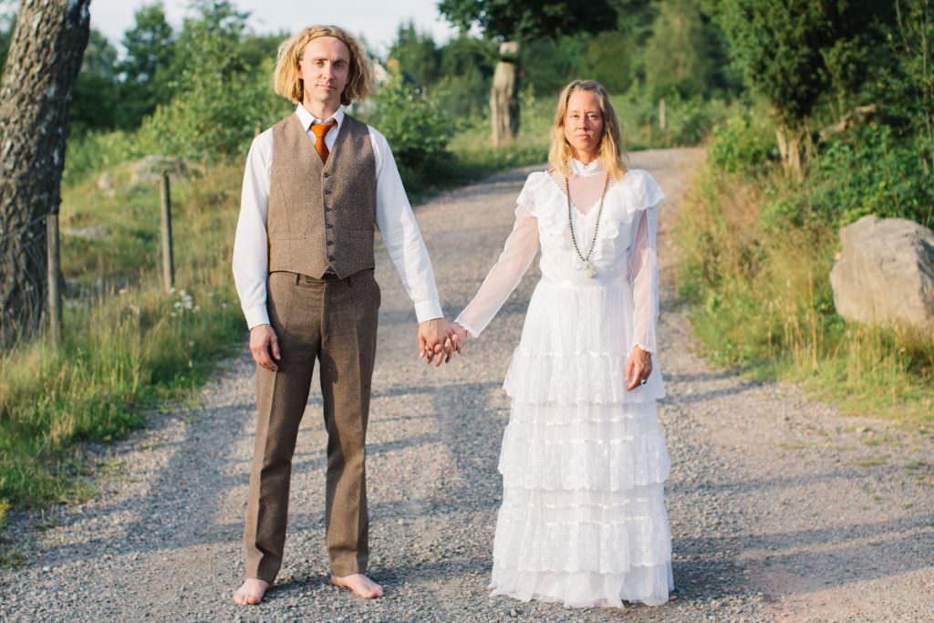 Vintage bröllop i Höör, Skåne län. Bröllopskläderna är inköpta på Second Hand butiker samt på loppis då paret vill vara miljövänliga.