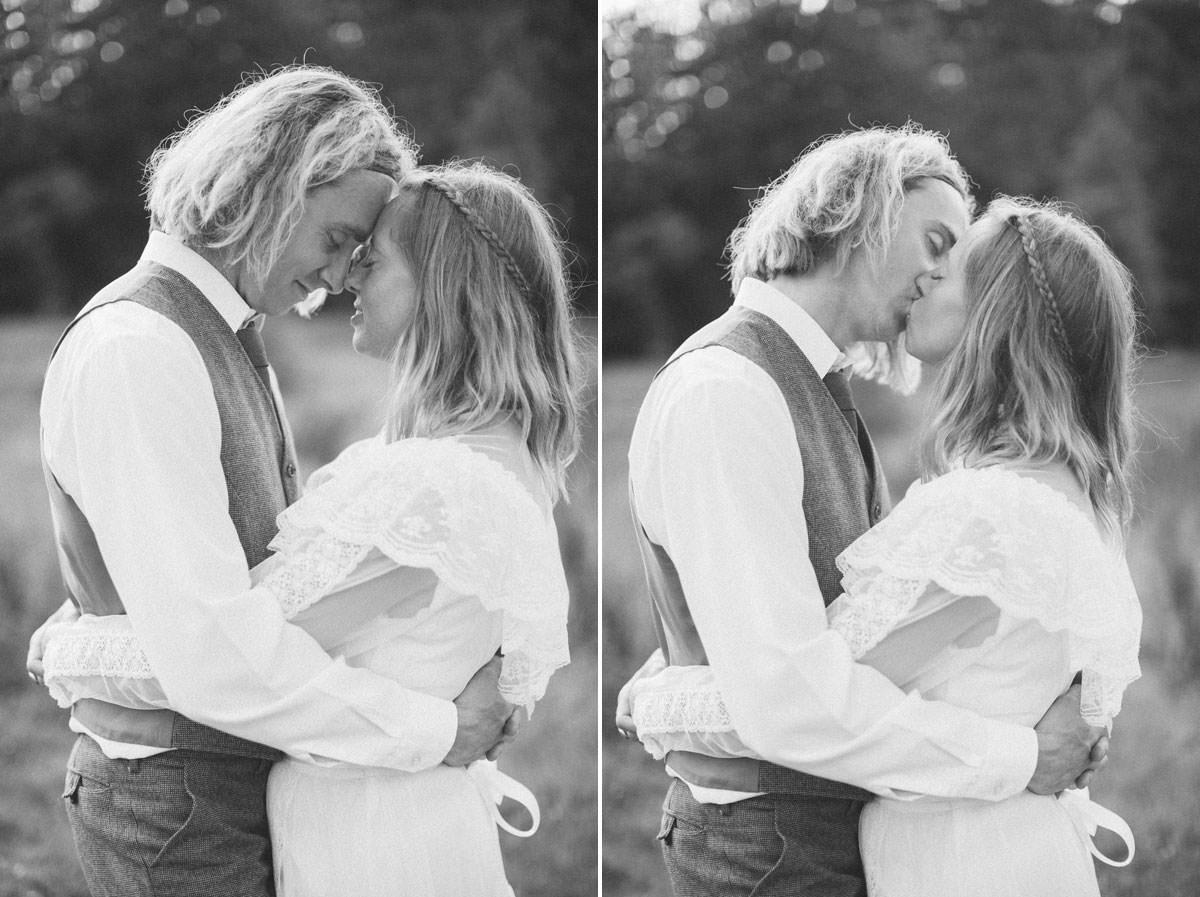Svartvid diptyk på gift par som är kärleksfulla mot varandra. Beloved bröllopsfotografering tillsammans med bröllopsfotograf Tove Lundquist.