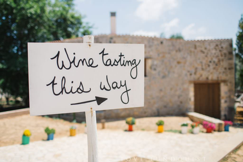Wine tasting at the Manousakis Winery in Chania, Crete. Vinprovning på Manousakis Winery i Chania, Kreta i Grekland. Image by Tove Lundquist, photographer in Sweden.
