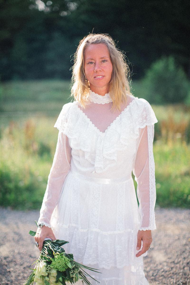 Vintage brudklänning från en Second Hand affär i Malmö. Foto: Tove Lundquist, bröllopsfotograf i Skåne Län.