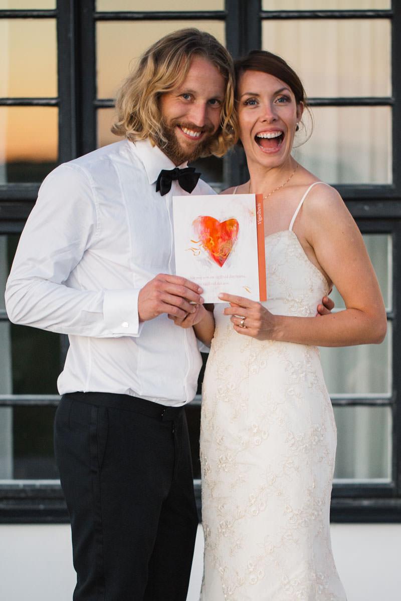 Bröllopsporträtt vid Norrgavelhuset, Kafferosteriet. Foto: Tove Lundquist, verksam bröllopsfotograf i Skåne.