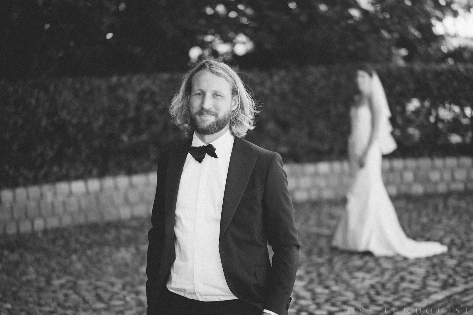 First Look vid bröllop, Kafferosteriet på Österlen. Foto: Tove Lundquist, verksam bröllopsfotograf Skåne.