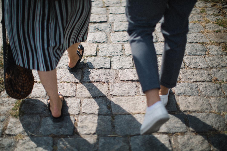 Fotografering inför bröllop tillsammans med bröllopsfotograf Tove Lundquist, Skåne. Plats är Västra Hamnen i Malmö.