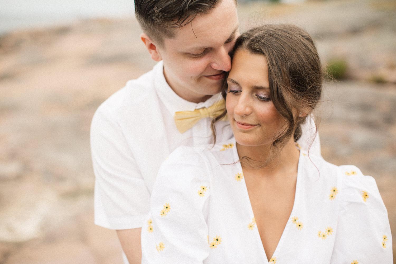 Parfotografering inför bröllop - Engagement session - tillsammans med Hultenius. Plats: Gunnarsö, Oskarshamn i Småland. Fotograf är Tove Lundquist, verksam bröllopsfotograf i Oskarshamn och övriga Småland.