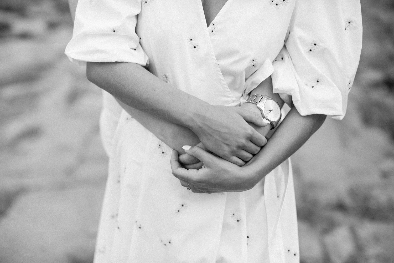 Parfotografering inför bröllop, en så kallad Engagement session, på idylliska Gunnarsö, Oskarshamn som ligger i Småland. Fotograf är Tove Lundquist, verksam bröllopsfotograf i Oskarshamn och Småland.