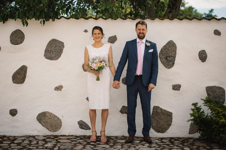 Porträtt på brudpar under ett bröllop på Eriksbergs Vilt & Natur i Karlshamn, Blekinge. Fotograf är Tove Lundquist.