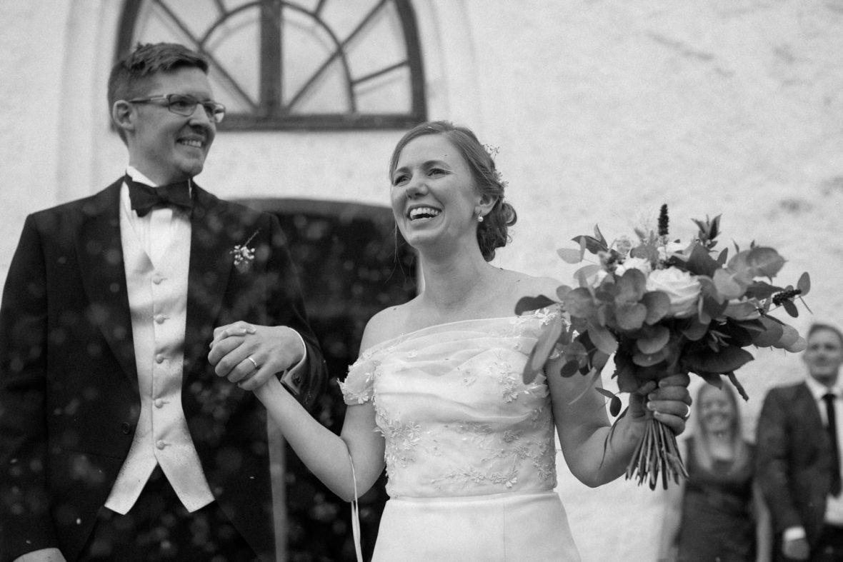 Bröllop i Köpinge Kyrka, Gärds Köpinge i Skåne. Fotograf är Tove Lundquist.