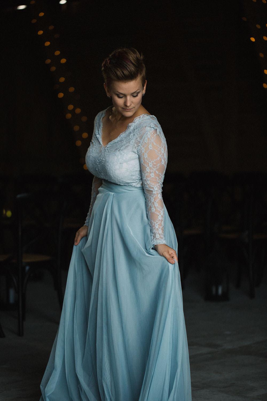 Bröllop på Stallgården Fuglie, Vellinge tillsammans med bröllopsfotograf Malmö Tove Lundquist. Brudklänning kommer från SensibleM.