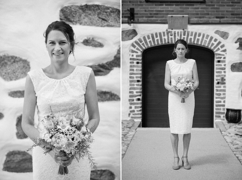 Svartvit diptyk på brud under ett bröllop på Eriksbergs Vilt & Natur, Blekinge. Fotograf är Tove Lundquist.