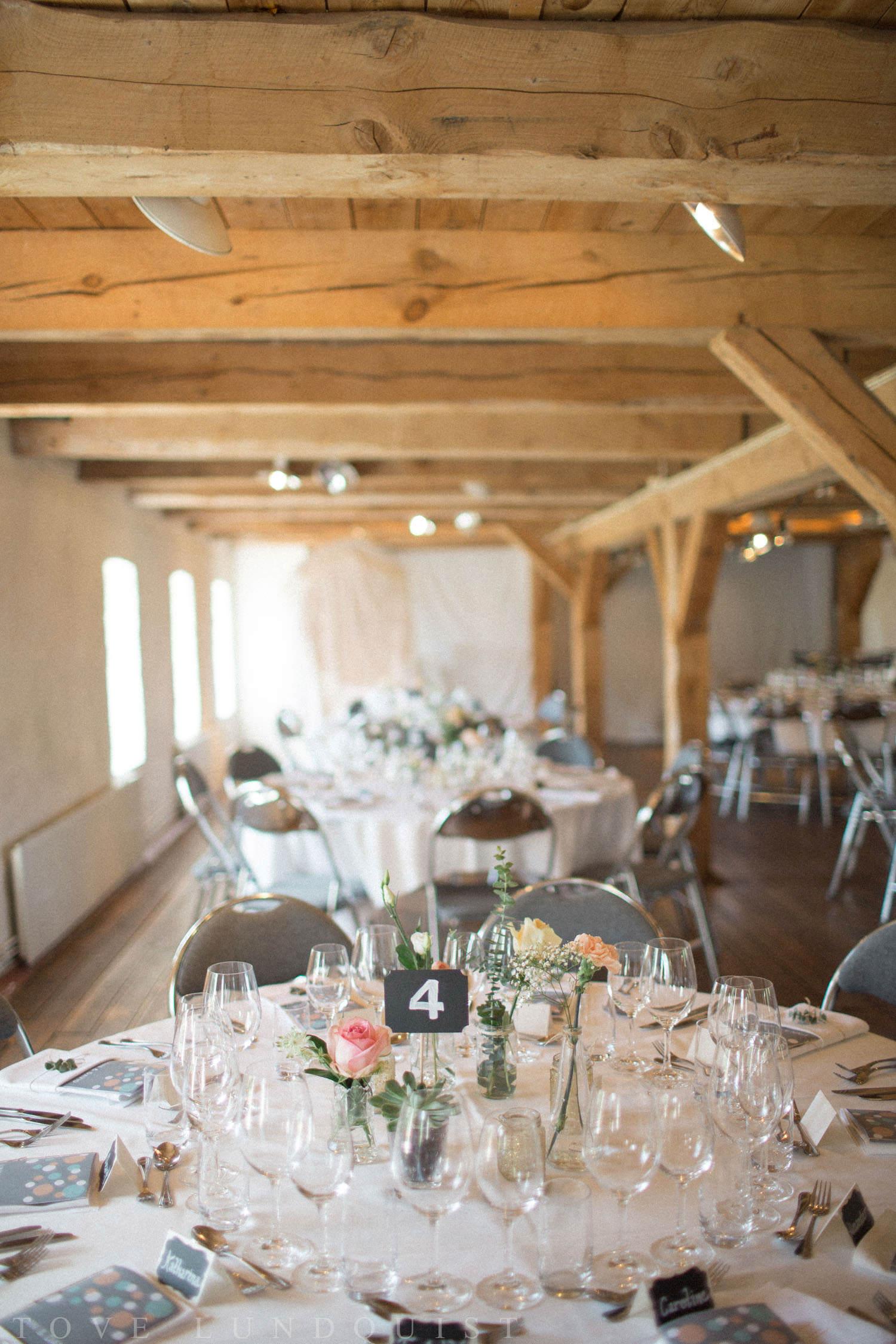 Bröllopsdukning på Marsvinsholms slotts restaurang under ett bröllop. Fotograf är Tove Lundquist.